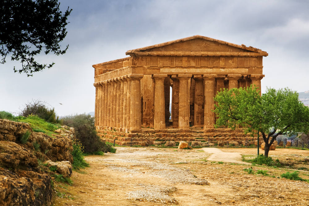 Extraordinary-greek-temple-in-the-Valley-of-the-Temples-in-Agrigento-Sicily
